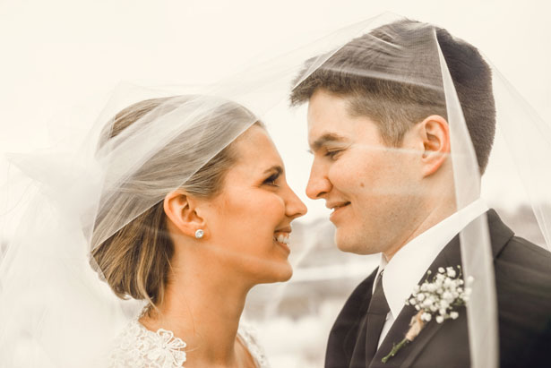 Bride and groom picture ideas - Melissa Avey Photography