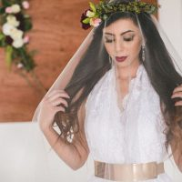 Cute bridal picture ideas - Alicia Lucia Photography