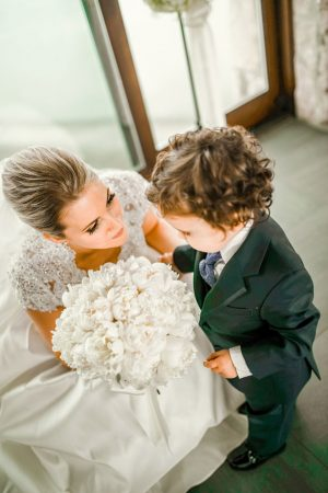 A timeless all white winter wedding filled with elegance and a touch cute wedding photo melissa avey photography junglespirit Choice Image