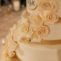 Floral wedding cake - Clane Gessel Photography