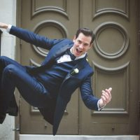 Fun groom photo ideas - Mark Eric Weddings