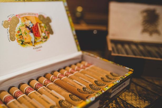 Wedding cigars - Edward Lai Photography