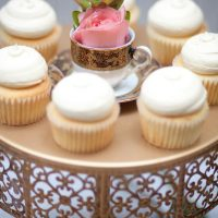 Wedding cupcakes - Claudia McDade Photography