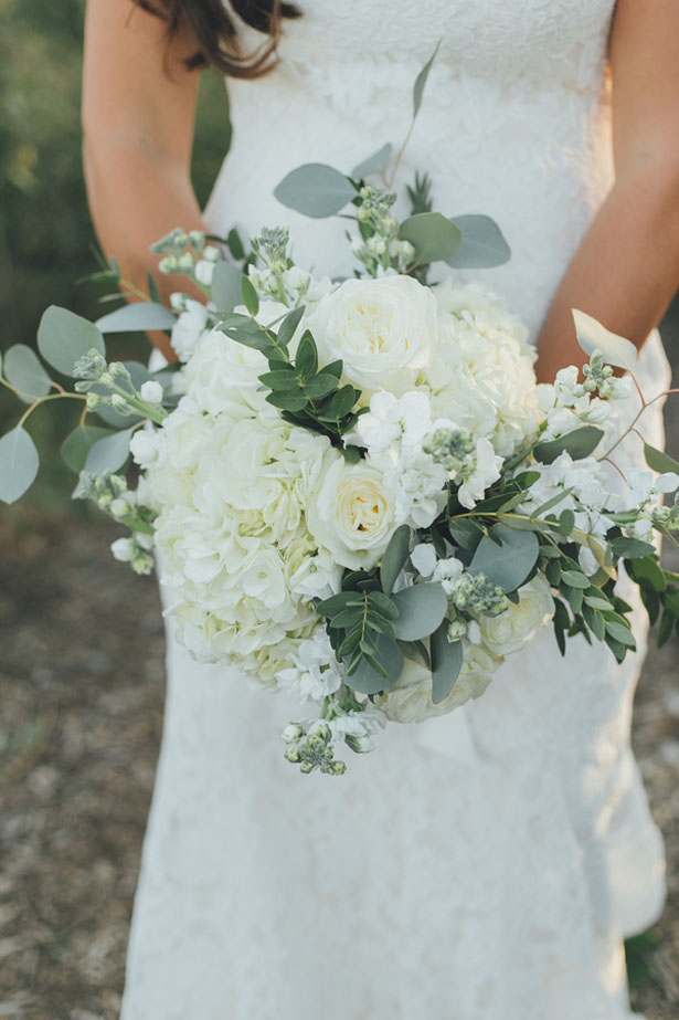 White bridal bouquet - OLLI STUDIO