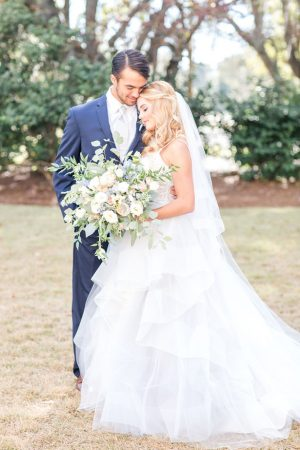 Beautiful bride and groom outdoor photo - Anna Holcombe Photography