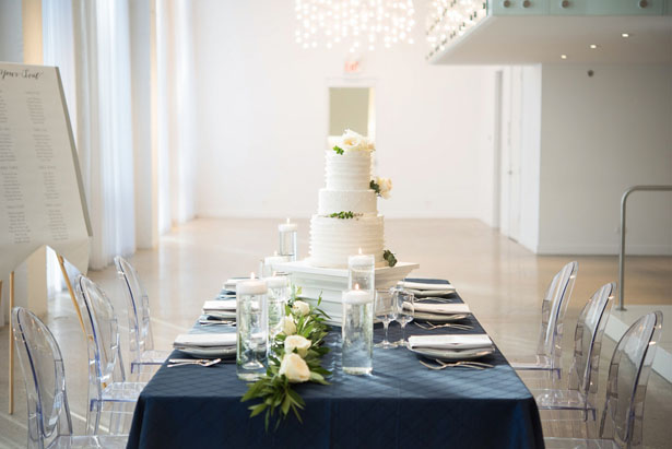 Navy blue and green modern wedding tablescape - Elizabeth Nord Photography