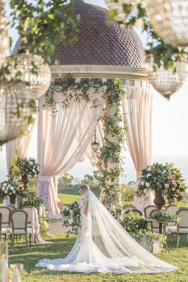 15 dreamy wedding ceremony ideas for a fairytale affair belle the wedding ceremony ideas jessica claire photography junglespirit Gallery