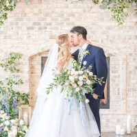 Wedding kiss - Anna Holcombe Photography