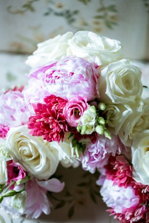 White and pink bridesmaid bouquet - David Bastianoni