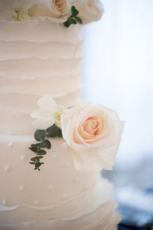 White wedding cake with roses - Elizabeth Nord Photography