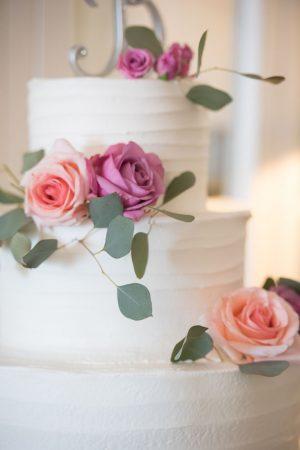 Beautiful wedding cake - Corner House Photography