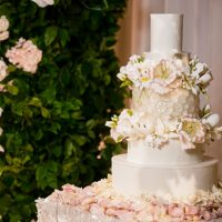 Floral wedding cake - Lin And Jirsa Photography