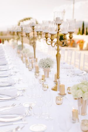 Gold and White wedding table decor - Facibeni Fotografia