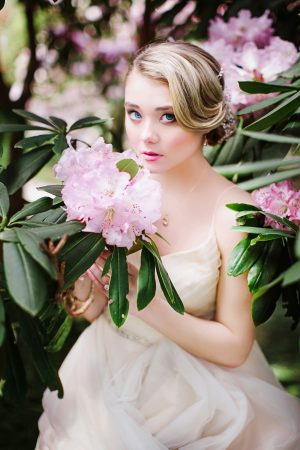 Beautiful spring bridal picture - Caroline Ross Photography
