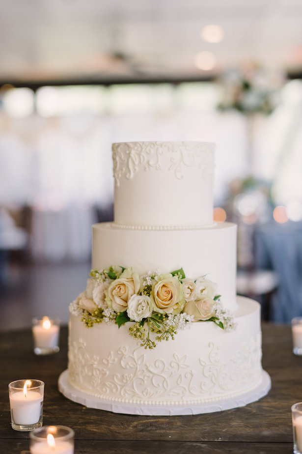Beautiful wedding cake - Hunter Photographic