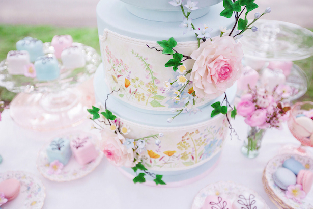 Beautiful wedding cake - Caroline Ross Photography