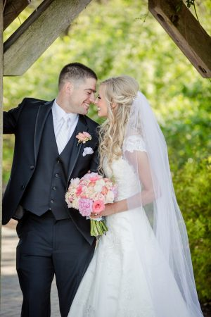 Outdoor wedding pictures - Freeland Photography