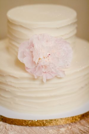 Simple wedding cake - Freeland Photography