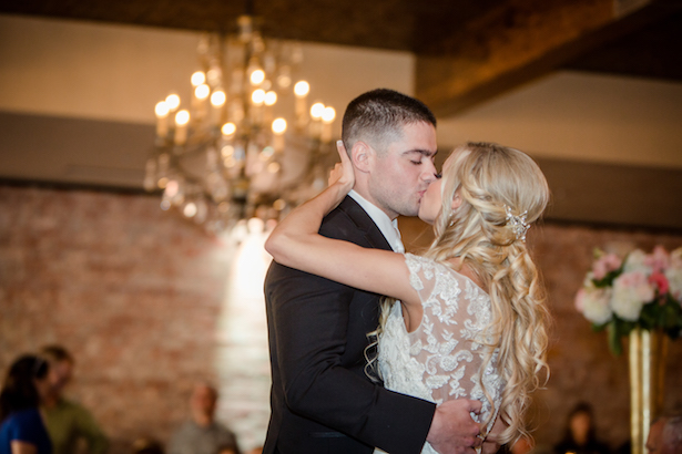 Wedding kiss - Freeland Photography