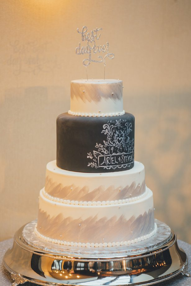 Black and white wedding cake - Olli Studio