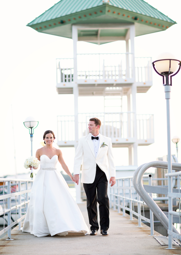 Bride and groom outdoor pictures - Sunny Lee Photography