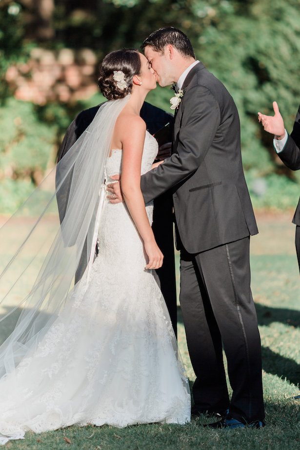 First wedding kiss – Alicia Lacey Photography