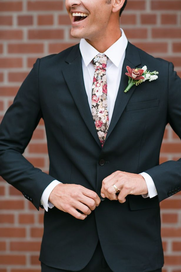 Floral tie for Groom - Mi Belle Photographer