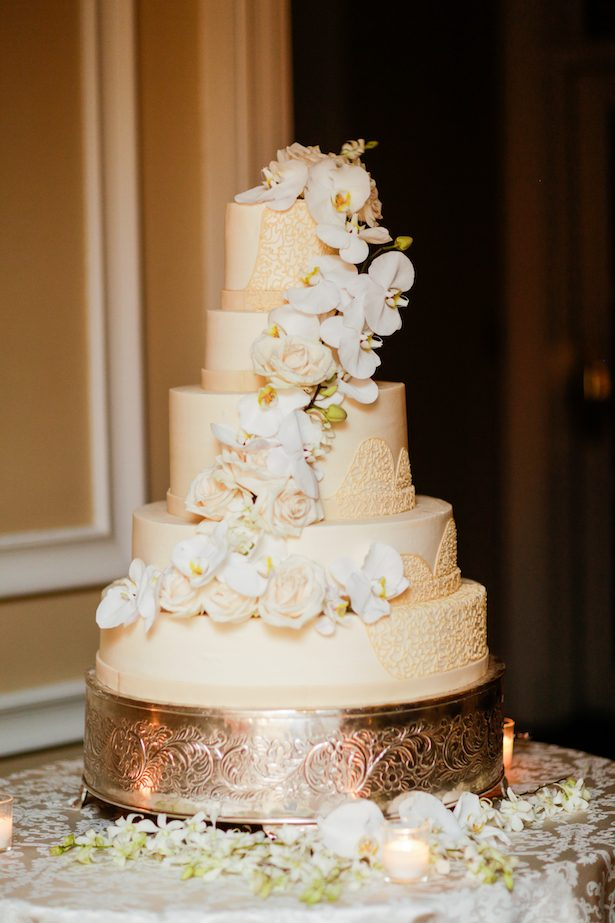 Classic wedding cake - Cody Raisig Photography