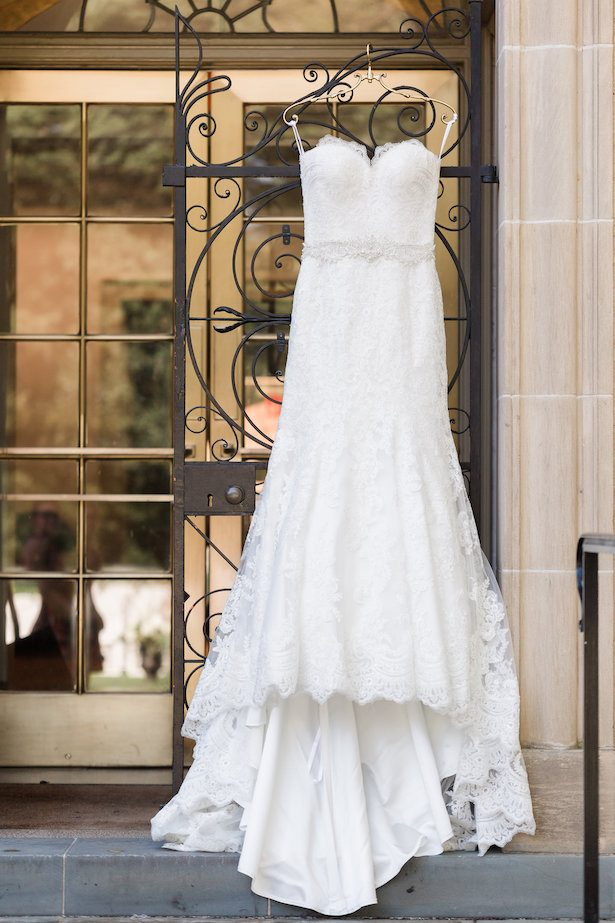 Lace wedding dress – Alicia Lacey Photography