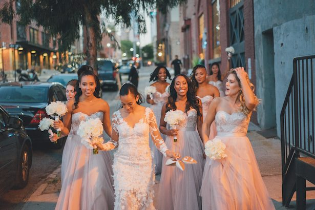 Outdoor bridesmaid pictures - Olli Studio