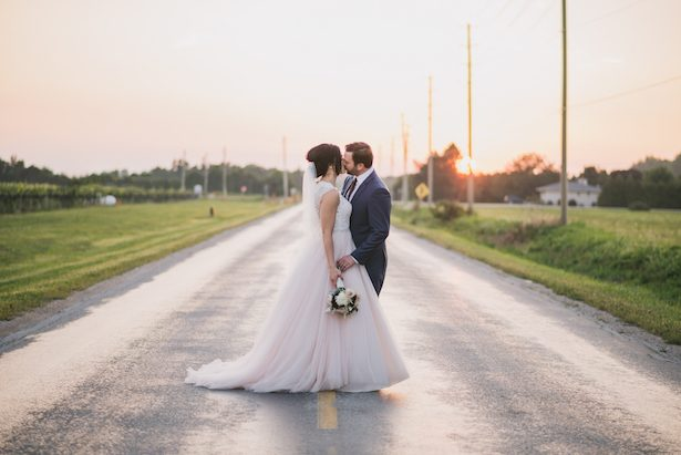 Outdoor wedding picture ideas - Manifesto Photography