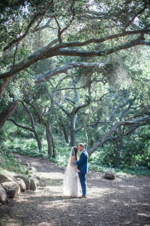 Outdoor wedding picture ideas - Kiel Rucker Photography