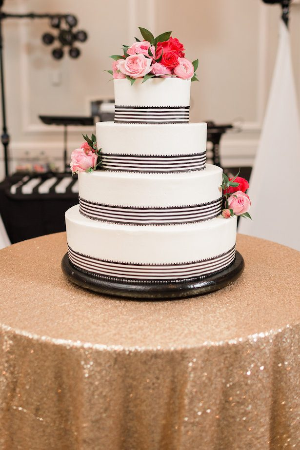 Pink and red wedding cake roses – Alicia Lacey Photography