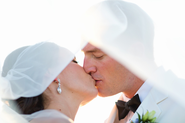Romantic wedding kiss photo - Sunny Lee Photography