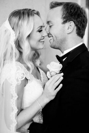 Romantic wedding pictures - Style and Story Photography