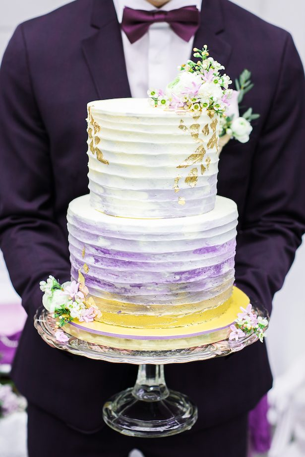 Violet ombre wedding cake - L'estelle Photography