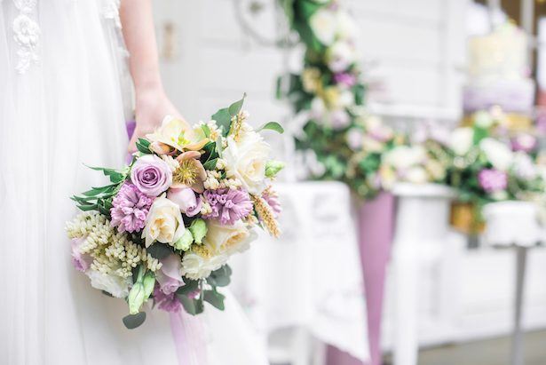 Violet wedding bouquet - L'estelle Photography