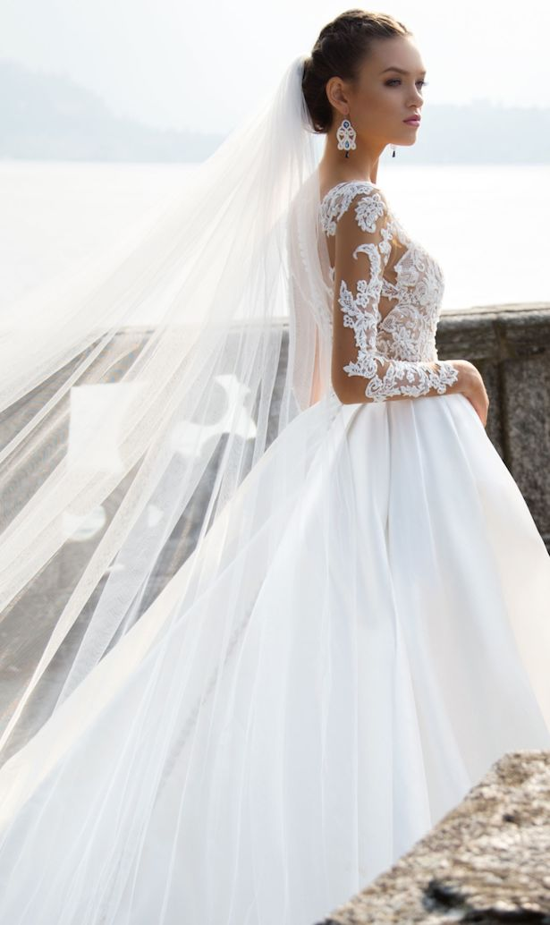 What is the best wedding dress for a plus size bride