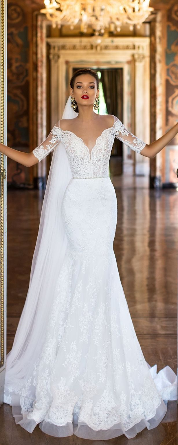 Fabulous fall wedding dresses for every type of bride for Dresses for a fall wedding