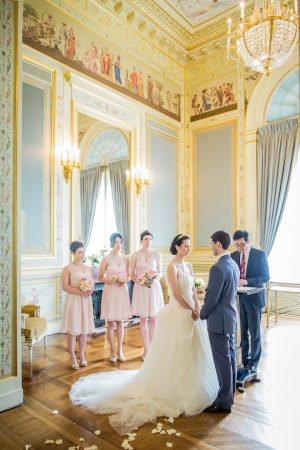 Romantic Paris wedding ceremony picture - Pierre Paris Photography