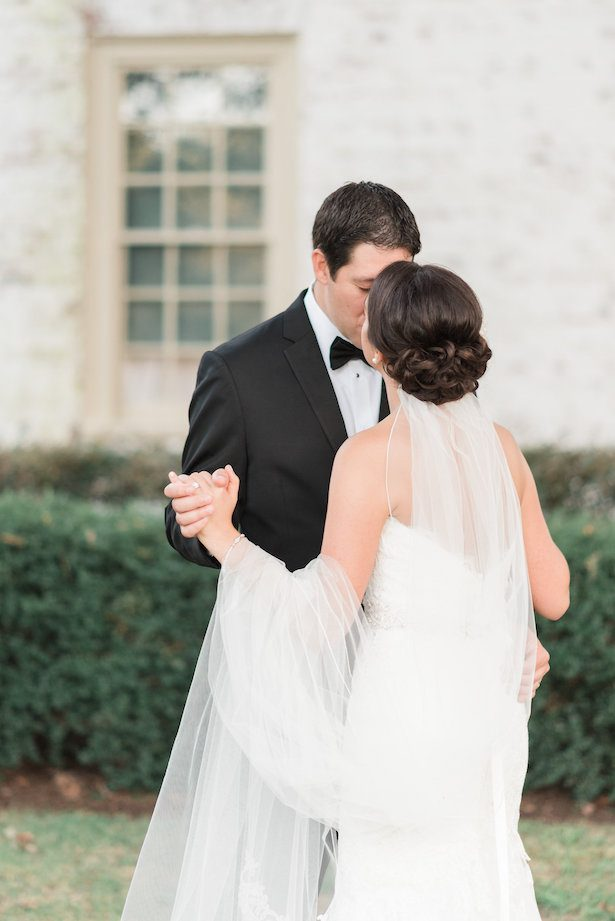 Wedding kiss – Alicia Lacey Photography