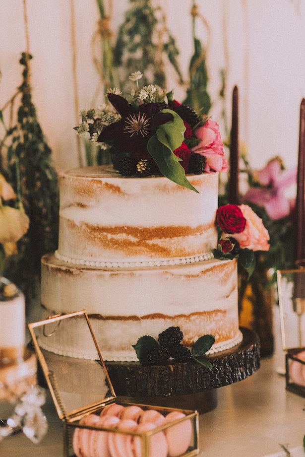 Barely there wedding cake - Cristina Navarro Photography