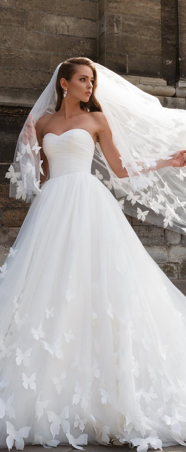 Pictures of wedding dresses image collections wedding for Wedding dress rental omaha