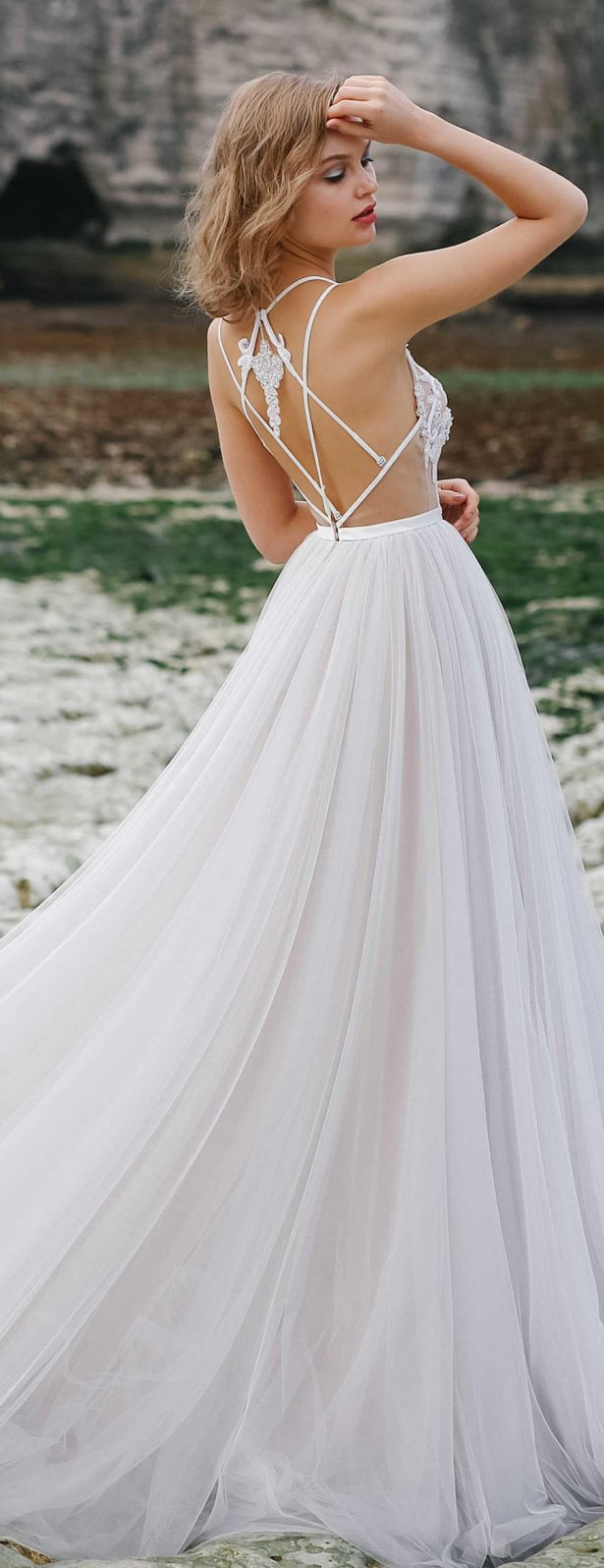 20 fabulous wedding dresses you can buy on etsy belle for Best etsy wedding dress shops