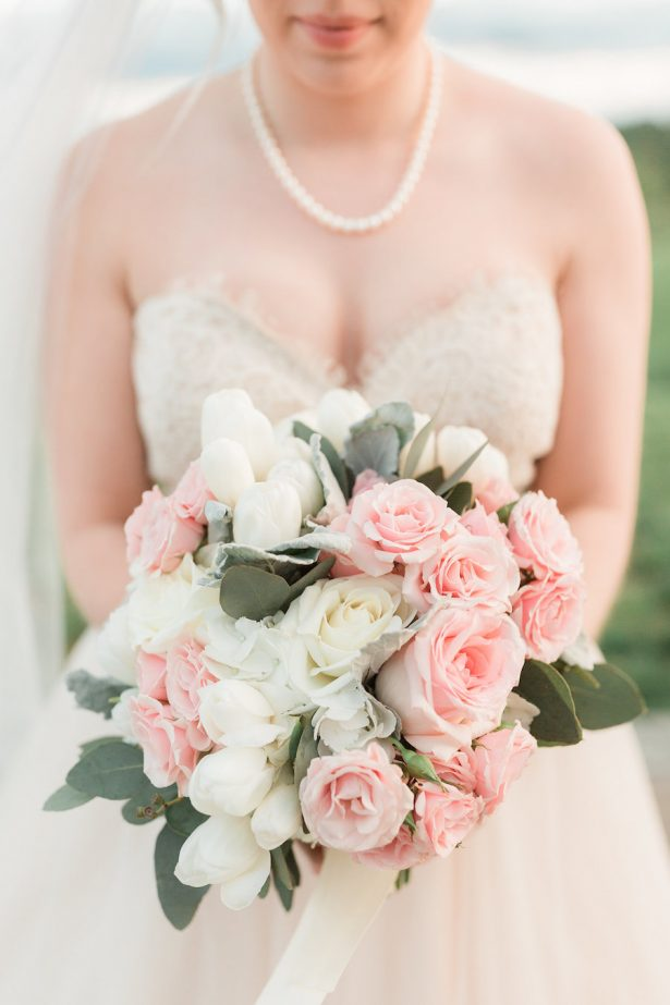 Blush roses wedding bouquet - Alicia Lacey Photography