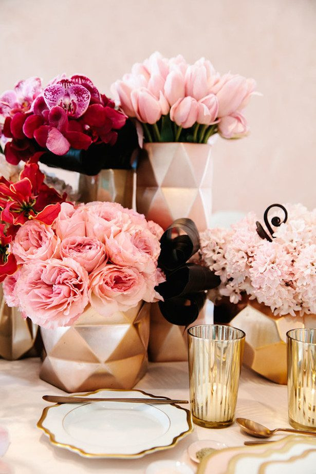 Modern Wedding Centerpiece - Photo: Jenn Emerling