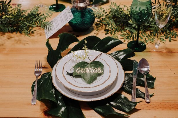 Green Wedding Place Setting - Dos de Corazones Photography