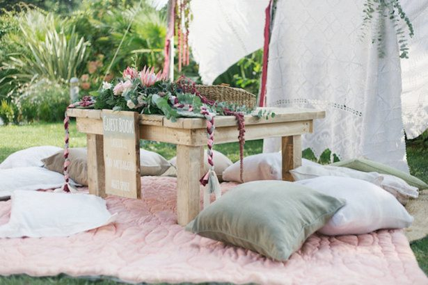 Boho wedding gust book table - Photography: Irene Fucci