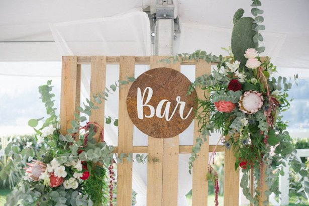 Colorful bohemian wedding sign - Photography: Irene Fucci