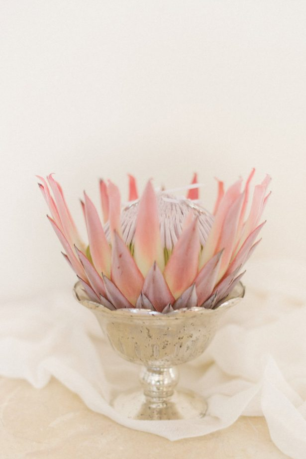 Protea Wedding centerpiece - Photography: Irene Fucci